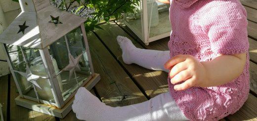 Vauvan neulottu mekko