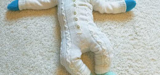 Vauvan neulottu villahaalari