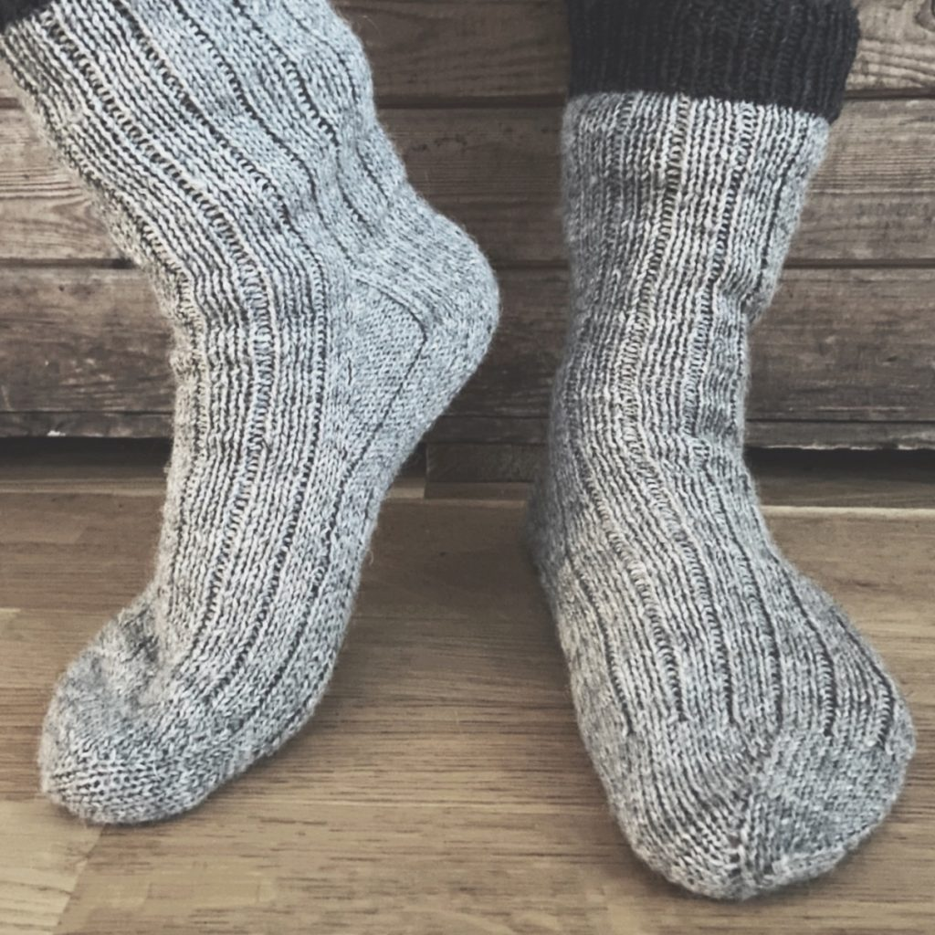 Reinforced flap and gusset heel pattern for toe-up socks